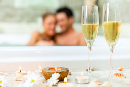 couple-tub-champagne-candle-horiz_mvjvga