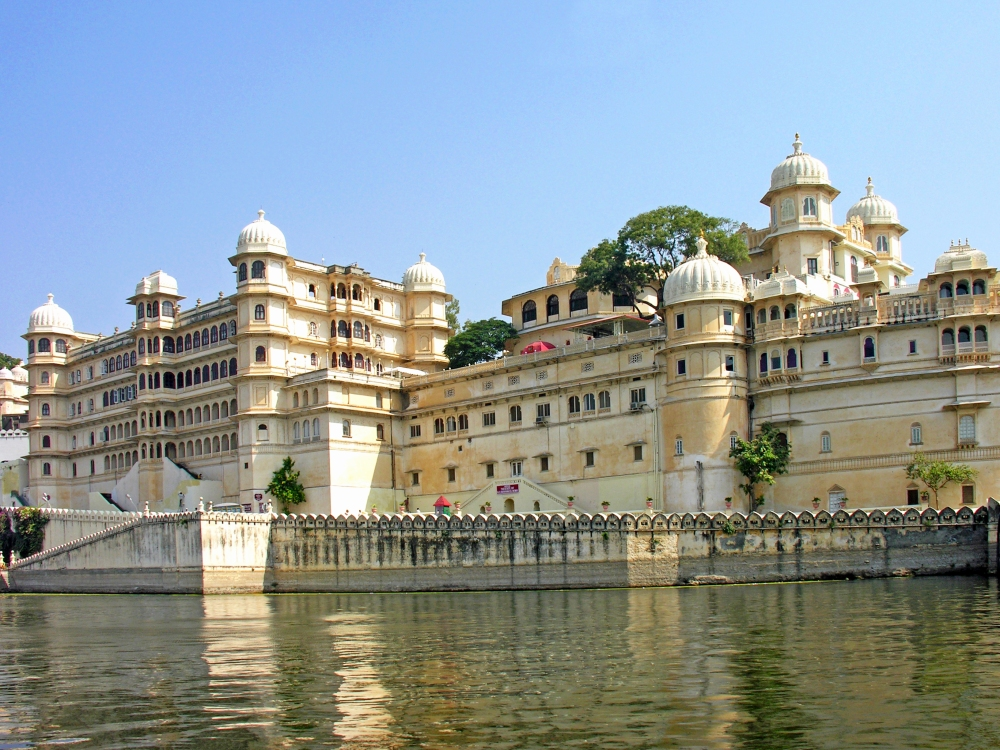 india-6945_-_city_palace_of_udaipur_-_flickr_-_archer10_dennis